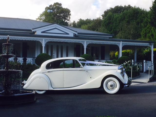 Hawthorn Jaguar Wedding Car Hire